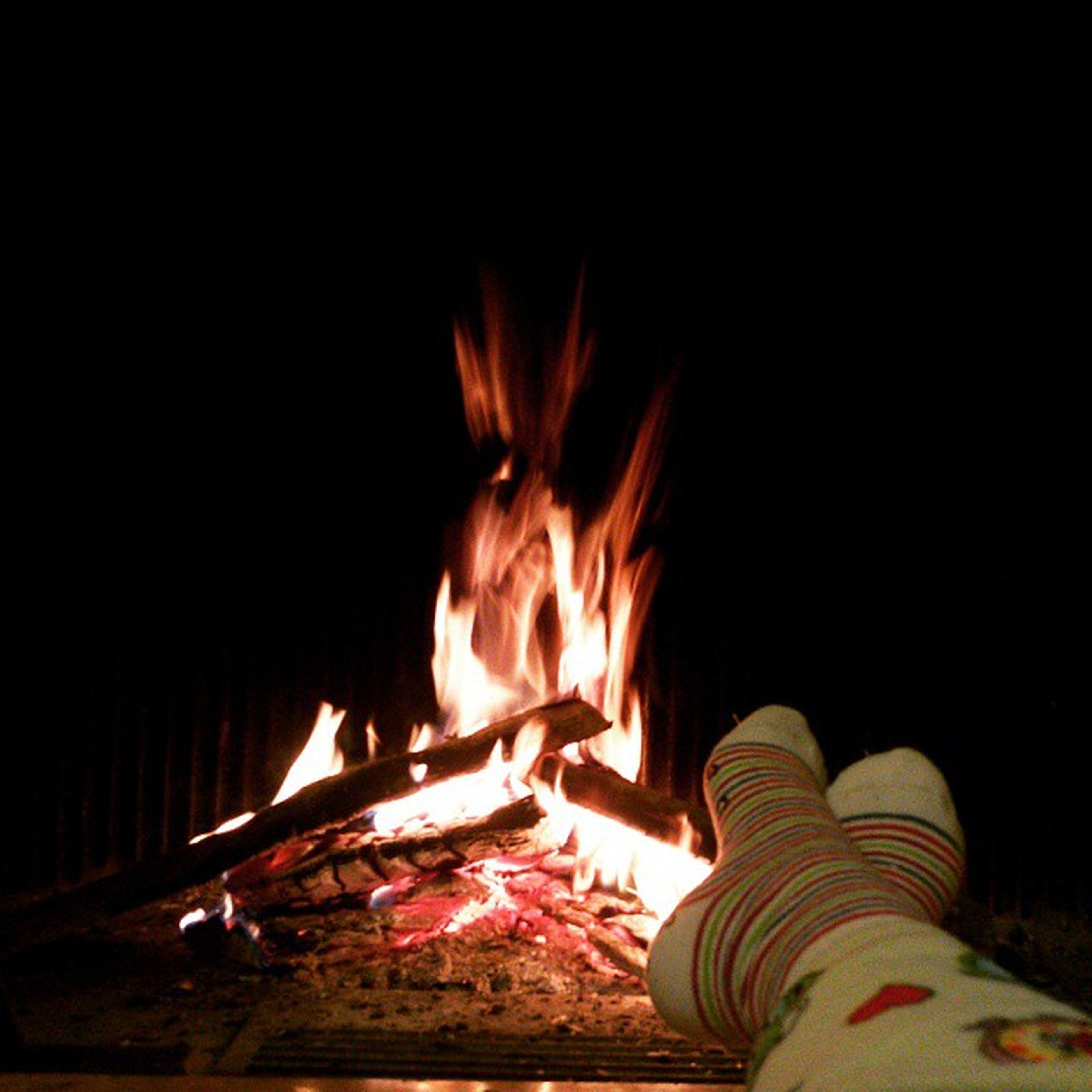 burning, flame, fire - natural phenomenon, heat - temperature, night, glowing, fire, illuminated, bonfire, indoors, dark, copy space, heat, campfire, firewood, motion, light - natural phenomenon, sitting