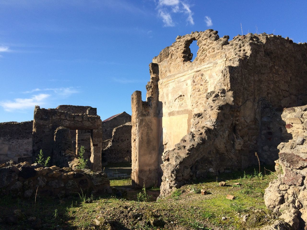old ruin, history, ancient, the past, damaged, architecture, ancient civilization, archaeology, built structure, day, abandoned, bad condition, sunlight, sky, no people, outdoors