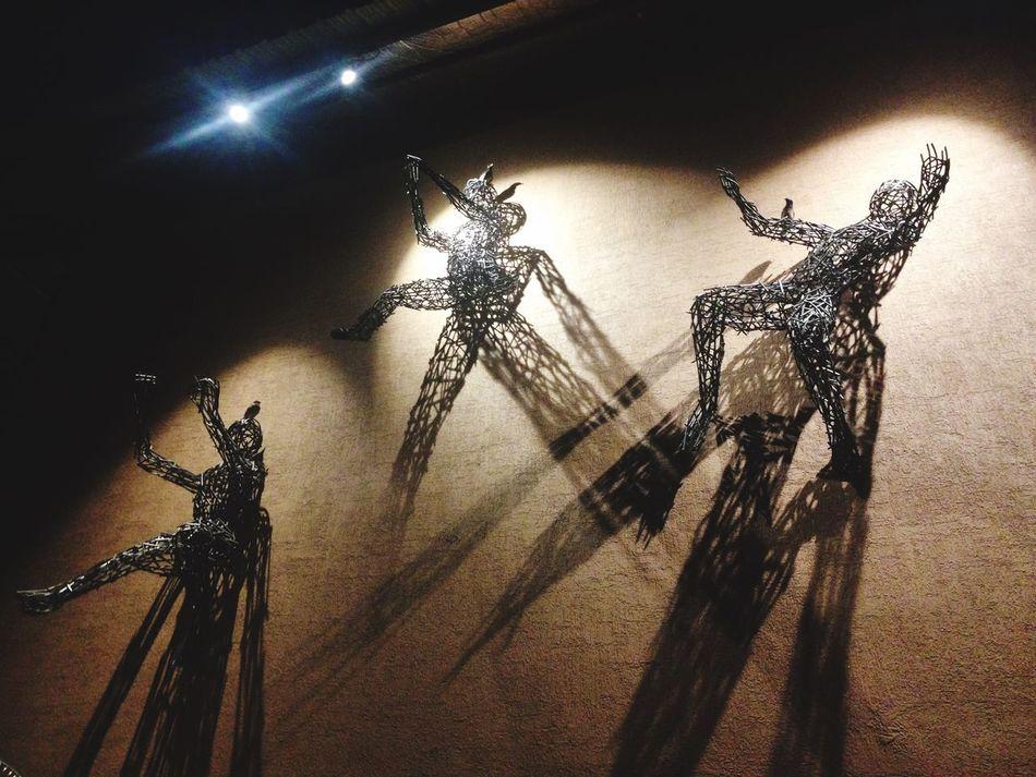 Shadow play Sculpture Ivy Building Exterior Art Installation Shadows & Lights Shadowplay Findthebird