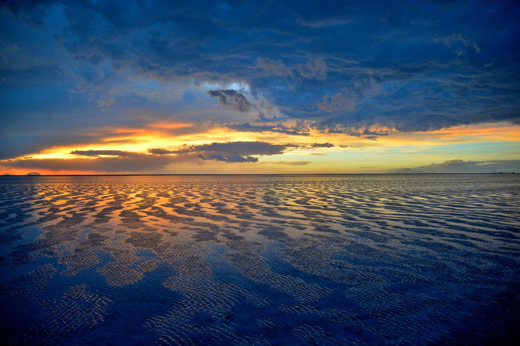 Gust Stom Bolivia Salardeuyuni Amazing View Sunset Strong Wind Waves Sky And Clouds Nikon Df BlueAlbum