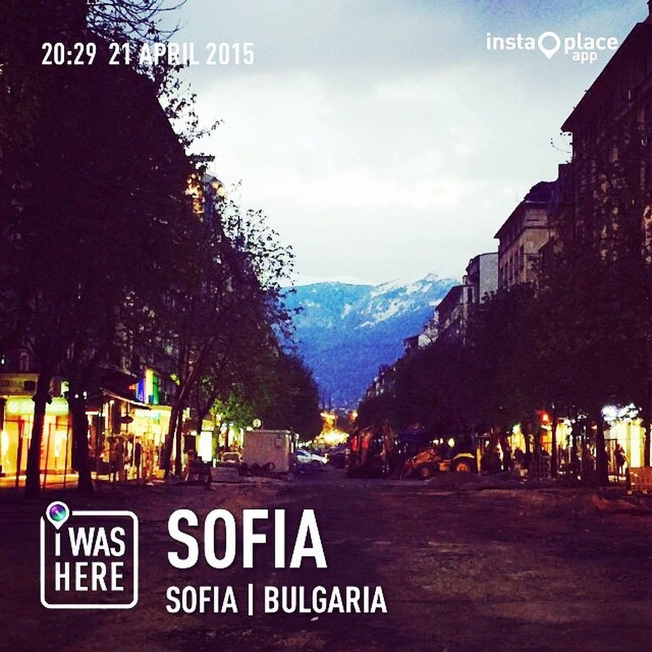 My Bulgaria Travel Series : night walk in Sofia, Bulgaria People Watching Nightphotography Travel Photography Enjoying Life Solotraveler Lizara ❤️ ✨💋✨❤️✨