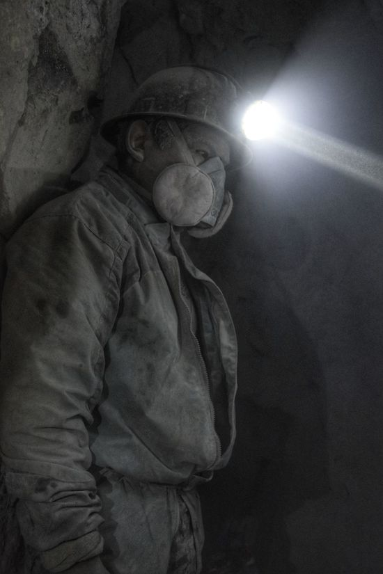 One Man Only Human Body Part Miner Cerro Rico De Potosí Black & White EyeEmNewHere Third World The Portraitist - 2017 EyeEm Awards Headlamp Bolivia