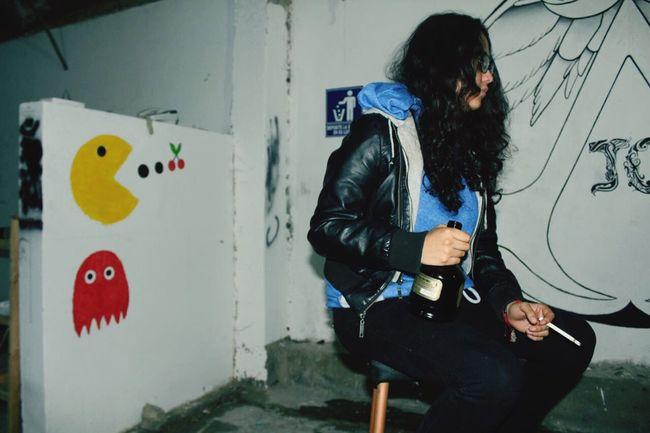 El otro lado de la moneda. Girl Power RebeldeGirl Drinking Smoking