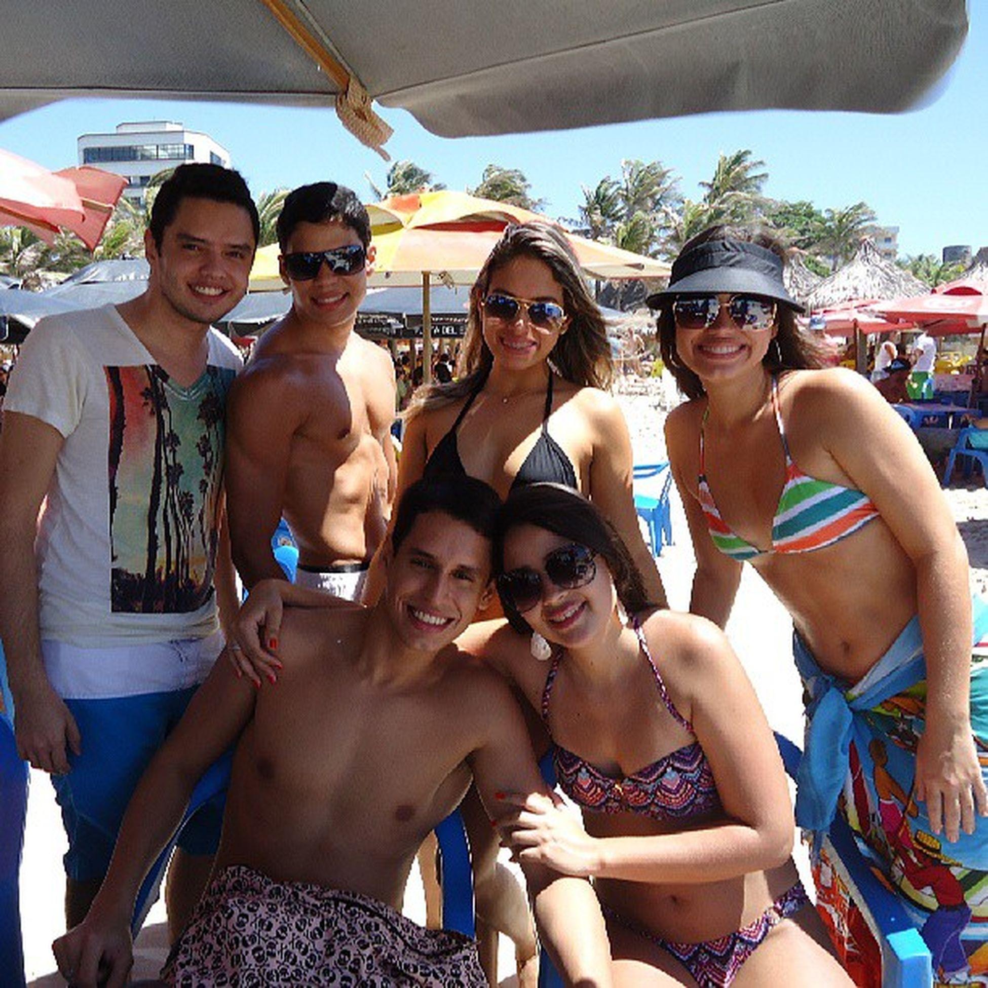 Brilhando em vida, sorrindo à toa. Sun Beach Friends Happy sunglasses love fortaleza