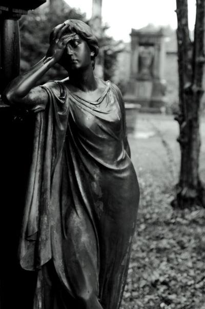 Blackandwhite Canon Canonphotography Cemetery Cemetery Photography Cimitero Cmentarz Frankfurt Am Main Germany Graveyard Beauty Rainy Days Statue Tomb
