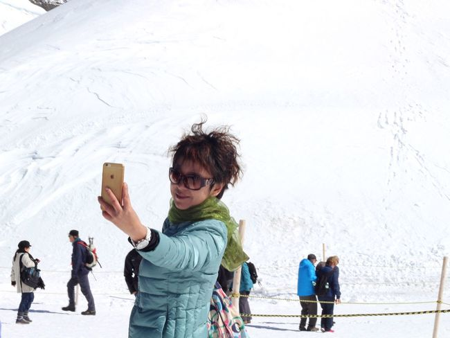The Tourist Tourist Tourists Tourism Taking Photos Enjoying Life Snow Selfie ✌ Portrait Taking Photos Woman EyeEm Best Shots Eye4photography  Switzerland Camera Traveling Winter Smiling