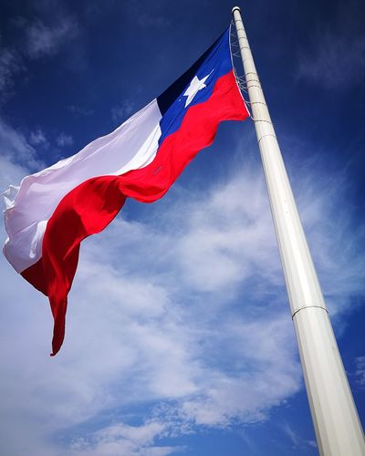 Vacaciones Chile Flag Freedom Outdoors Cloud - Sky National Icon No People Day Sky Low Angle View HuaweiP9 Oo