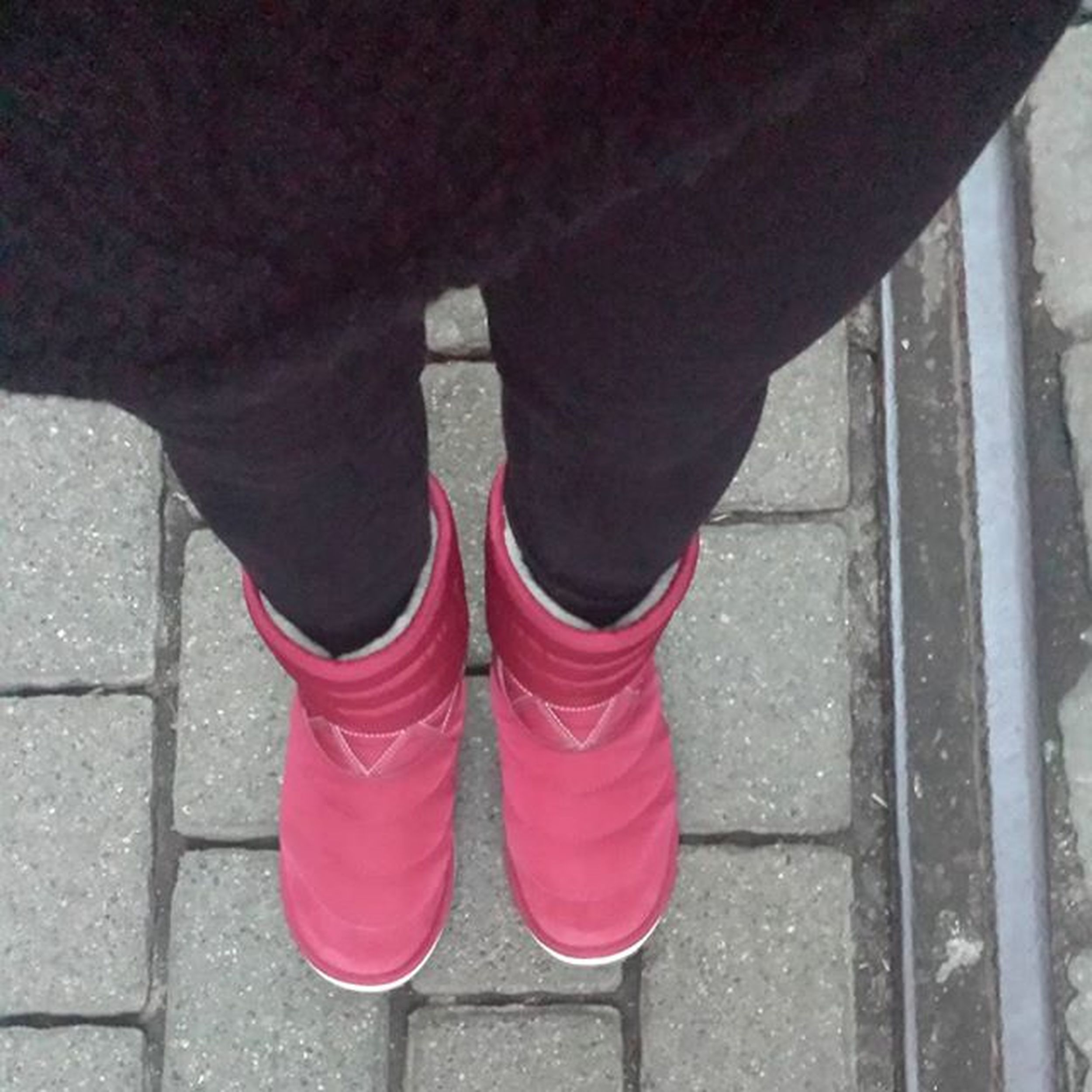Kein verdammter ❄❄❄ in Sicht. Anyway! Die Boots wollen getragen werden! 🙅 Winter Nosnow Nosnowhere Hamburg Cold Boots Red Warm Shoes