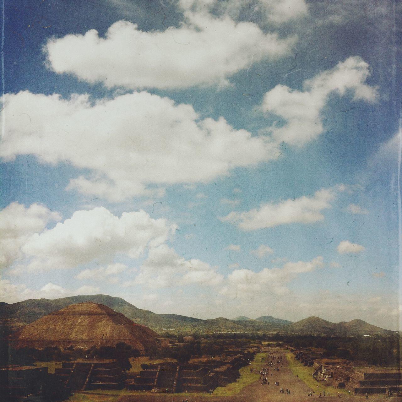Yomochilero en la Pirámide de la Luna, Mexico