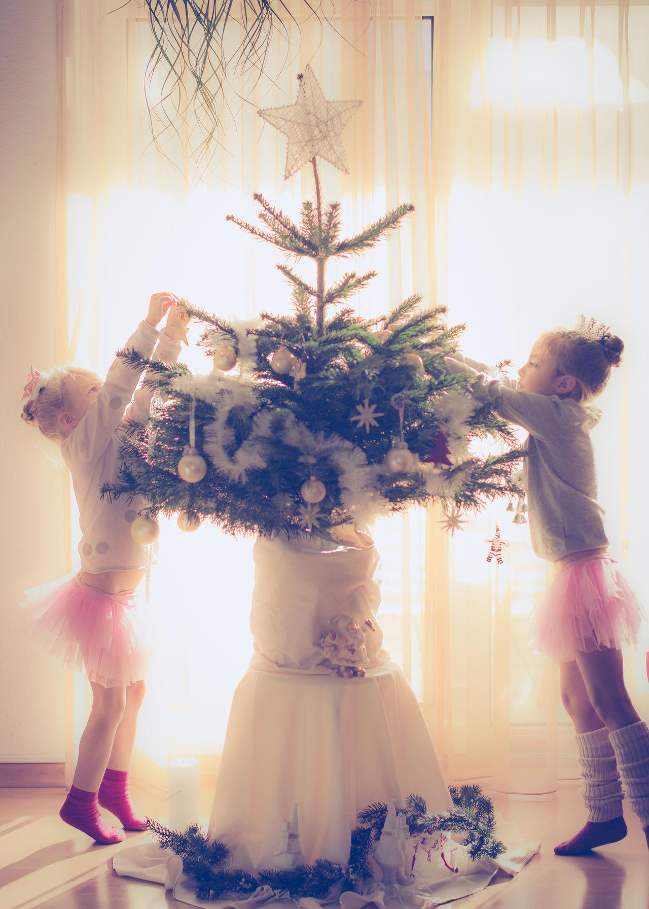 Beautiful stock photos of weihnachtsbaum,  4-5 Years,  6-7 Years,  Childhood,  Christmas