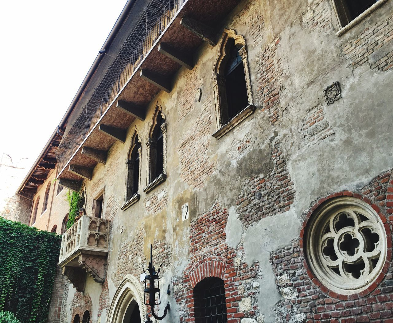 Architecture Built Structure Building Exterior Window Low Angle View Sky Outdoors Day No People Weathered Architectural Feature Verona Juliet Balcony Romeo And Juliet Romantic Landscape Tourism Destination UNESCO World Heritage Site Italy People In Balcony Tourist Tourist Attraction  Travel Destinations Traveling Architecture