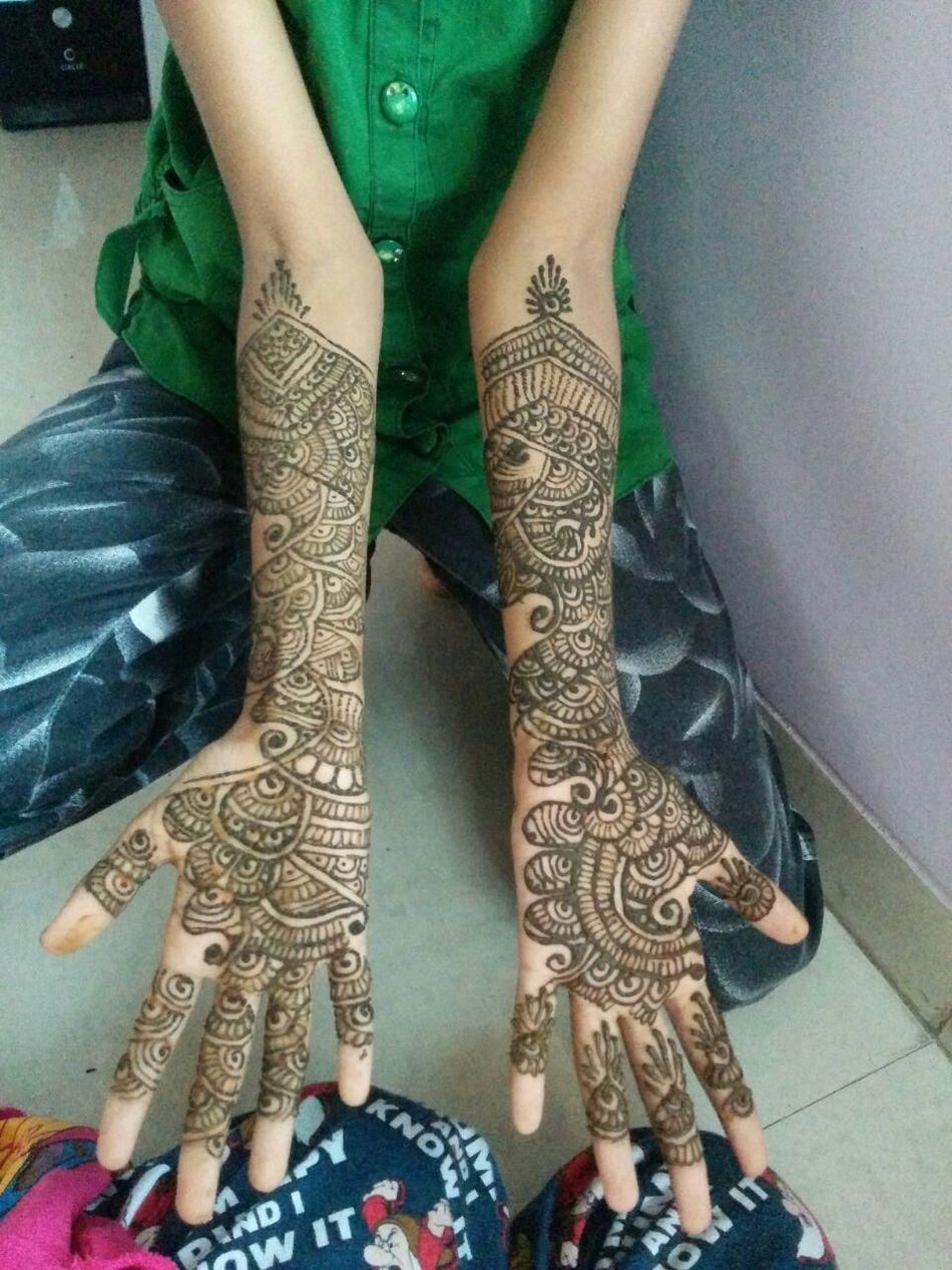 Henna Tattoo ❤ Henna Tattoo Design Close-up Human Body Part Art And Craft Creativity Human Hand Art High Angle View Midsection Parasngupta_photography