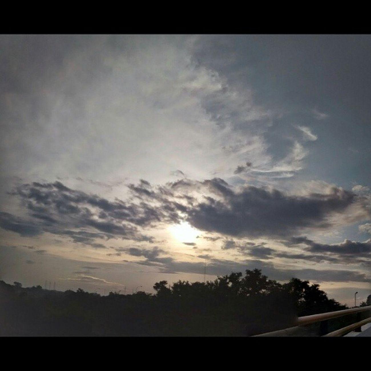 Di fly over jurang mangu Likeforlike Latepost Instalike Berkah Instagood Instagallery Insta Sunset Sky Cloudy Weneedwedo Semogakausuka OKE Jurangmangu Stasiun Flyover Matahari Byphone CameraHp The Great Outdoors - 2016 EyeEm Awards