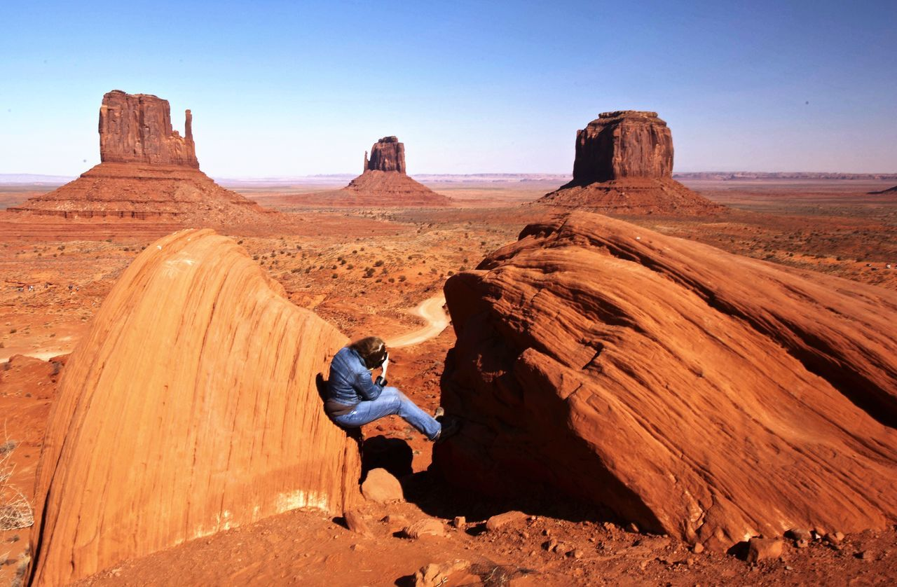 PIcTuRE tHe WOrLd iN YOur OWn INdiVIduAL WAy Taking Photos Of People Taking Photos Taking Pictures Taking Photos People And Places Nature_collection Natural Pattern Texture In Nature Scale  Great View Great Outdoors The Great Outdoors - 2017 EyeEm Awards Taking Photo Takingphotos Taking Pics Photographer In The Shot Nature Photography Natural Beauty Nature Monument Valley Redrocks Monumentvalley Red Rocks  Arizona Perspective Natural