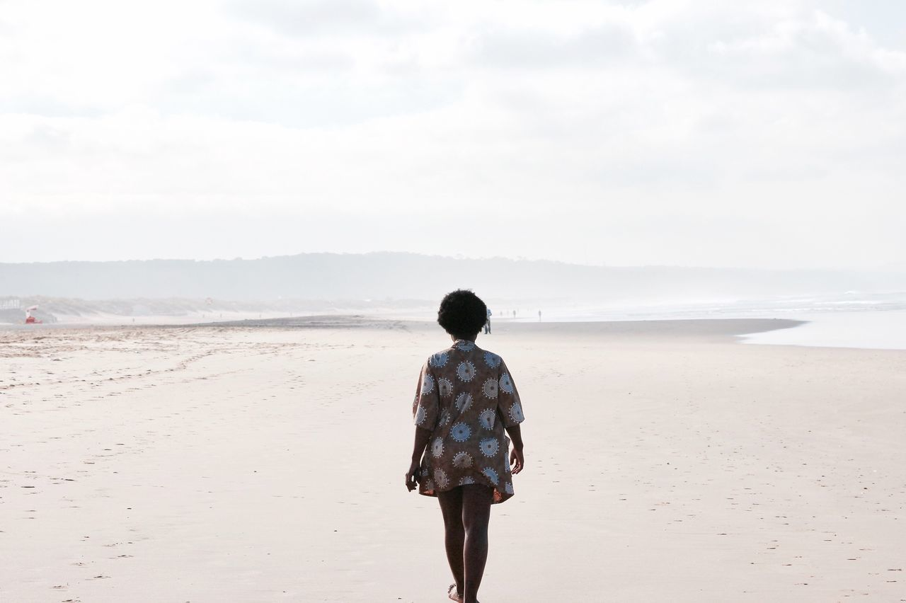 Ivanova Rear View Beach Tranquil Scene Sea Escapism Nature Mountain View Mountain Foggy Foggy Morning Hello World VSCO Vscocam Solitude Tranquility Sky Getting Away From It All Beauty In Nature Photography Roadtrip Friends Picoftheday Outdoors Creative Light And Shadow Girl