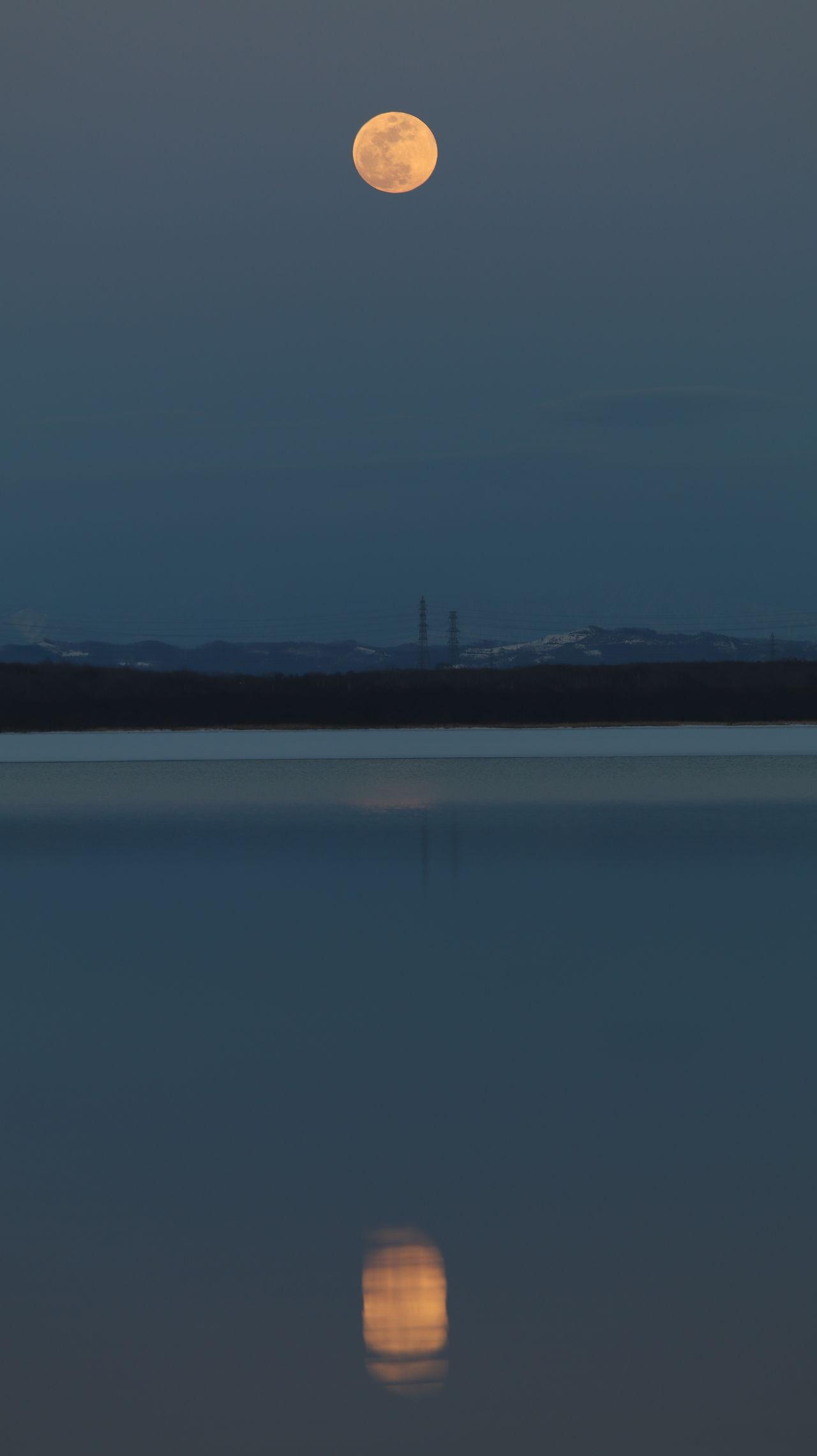 月 Moon Utonailake Nature Water Watresurface Moonrise 空 Sky Lake Tomakomai Hokkaido Japan ウトナイ湖