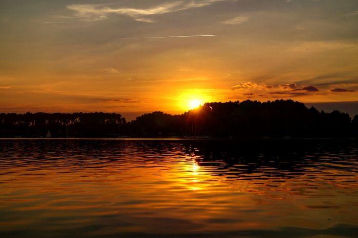 Beautiful Landscape Wielkopolska Powidzkie_lake Jezioro_powidzkie Sunset Beautiful Nature Beautiful Sunset Lake Lake View sunset #sun #clouds #skylovers #sky #nature #beautifulinnature #naturalbeauty photography landscape Poland