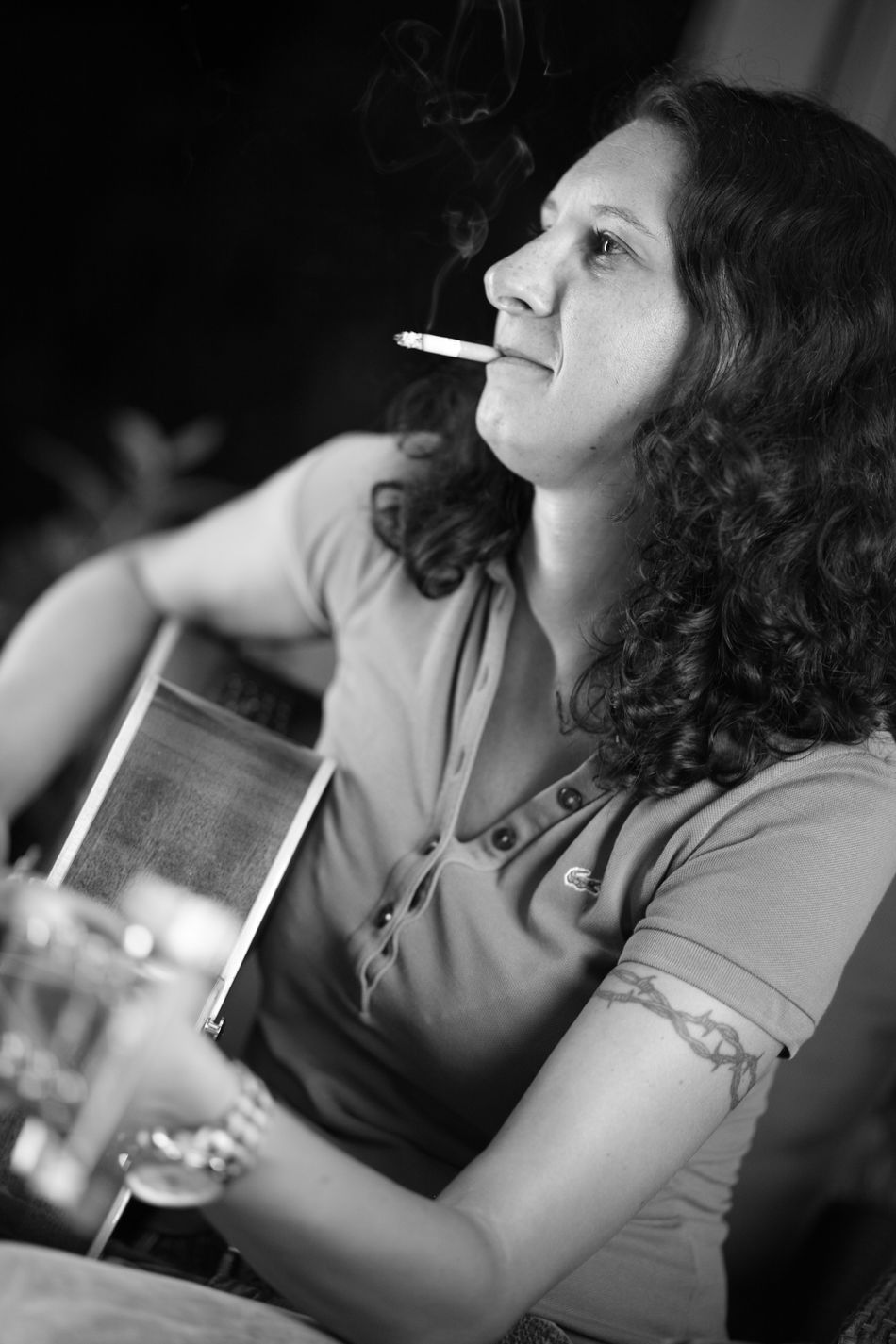 TakeoverMusic Musician Guitar Playing Guitar Smoking Rock N Roll Player Singing Together Music Musicians Music Time Playing Music Playing Music With Friends!... Song Smokinggirl Night With Friends
