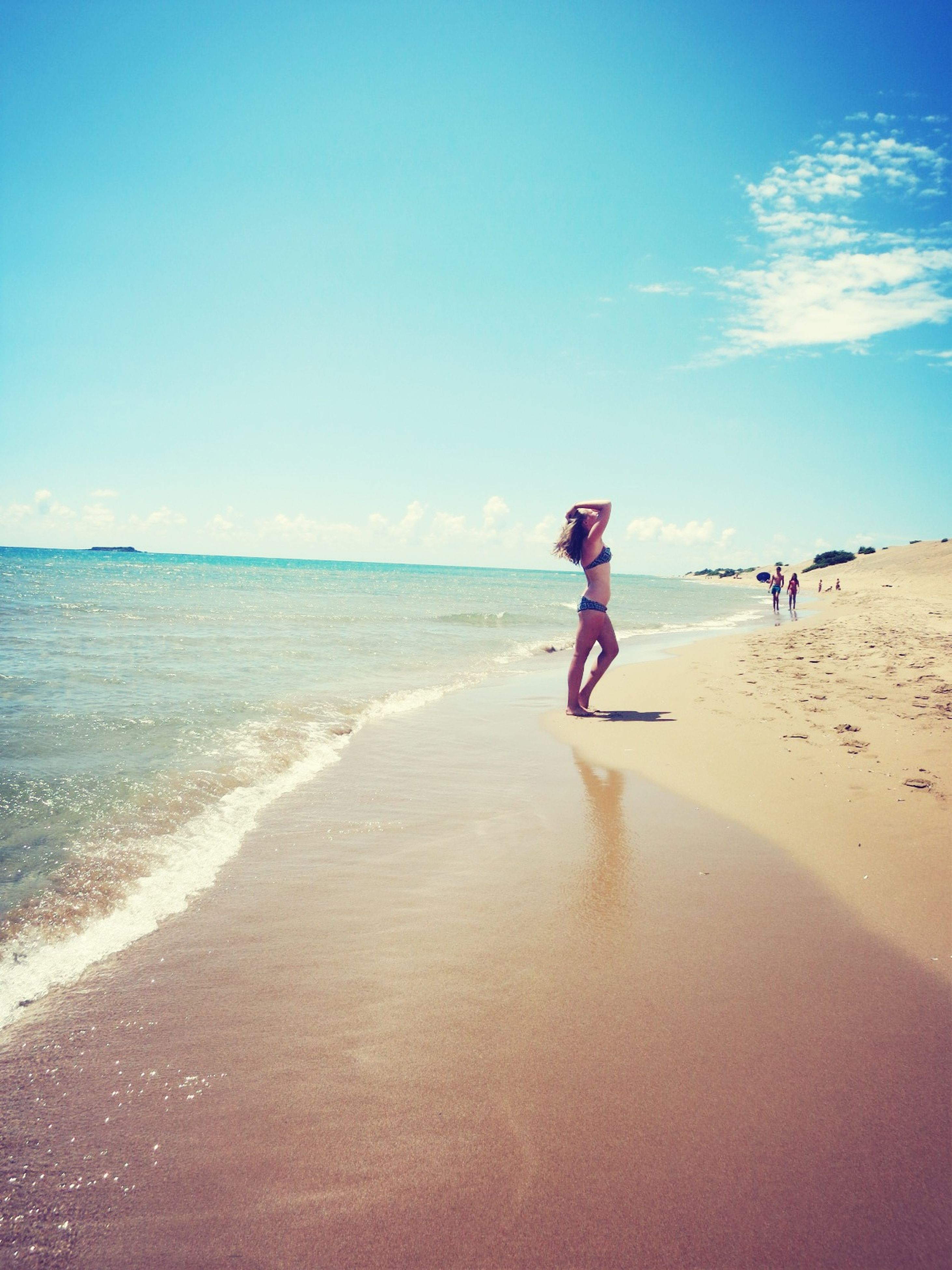 beach, sea, sand, shore, horizon over water, water, full length, leisure activity, lifestyles, vacations, sky, scenics, walking, tranquility, tranquil scene, beauty in nature, wave, nature