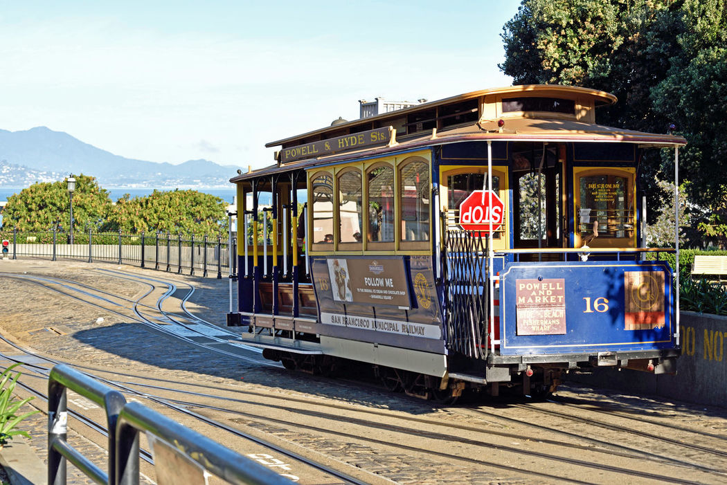 Cable Cars_San Francisco 1 Powell / Hyde Cable Car Scenic Tourism Historic San Francisco Bay Hyde St. Beach St. San Francisco Municipal Railway Cable Car Inventor: Andrew Hallidie 1873 Cable Car Turnaround