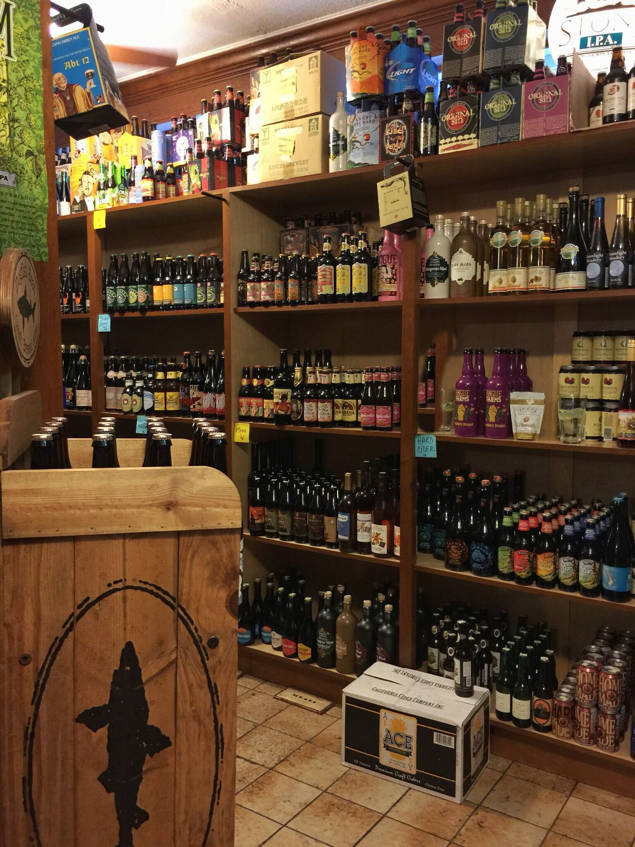 Deli & package store The Shop Around The Corner Beers