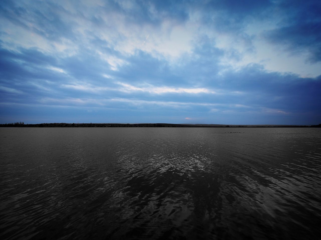 sky, scenics, tranquility, tranquil scene, nature, cloud - sky, beauty in nature, water, no people, outdoors, waterfront, lake, sunset, landscape, day
