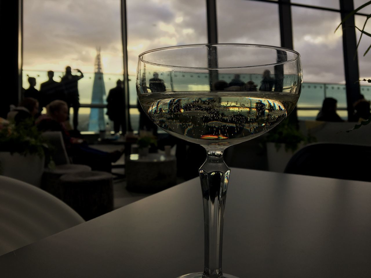 Bicchiere Glass Drinking Glass Focus On Foreground Drink Sky Indoors  Sun Enjoying Life Panoramic Photography EyeEm Best Shots IPhoneography London Shard Skygarden Grattacielo