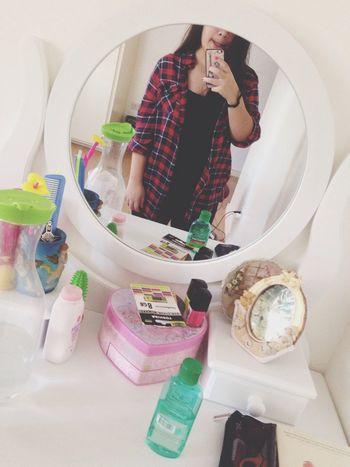 It's a mirror selfie kind of day.