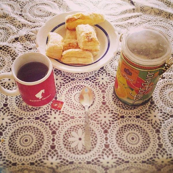 Завтрак Favor JuliusMeinl вкусняшки :) приятного мне аппетита!