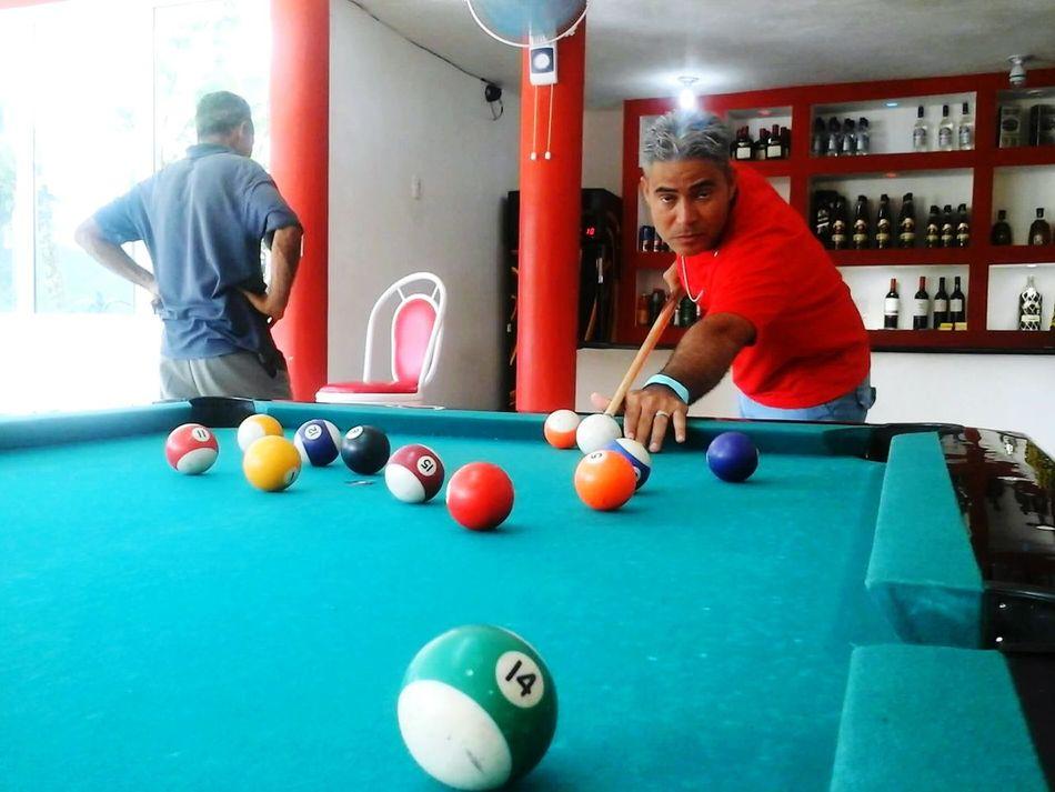 Angel jugando billar en San Cristobal,pasando un buen momento Enjoying Life