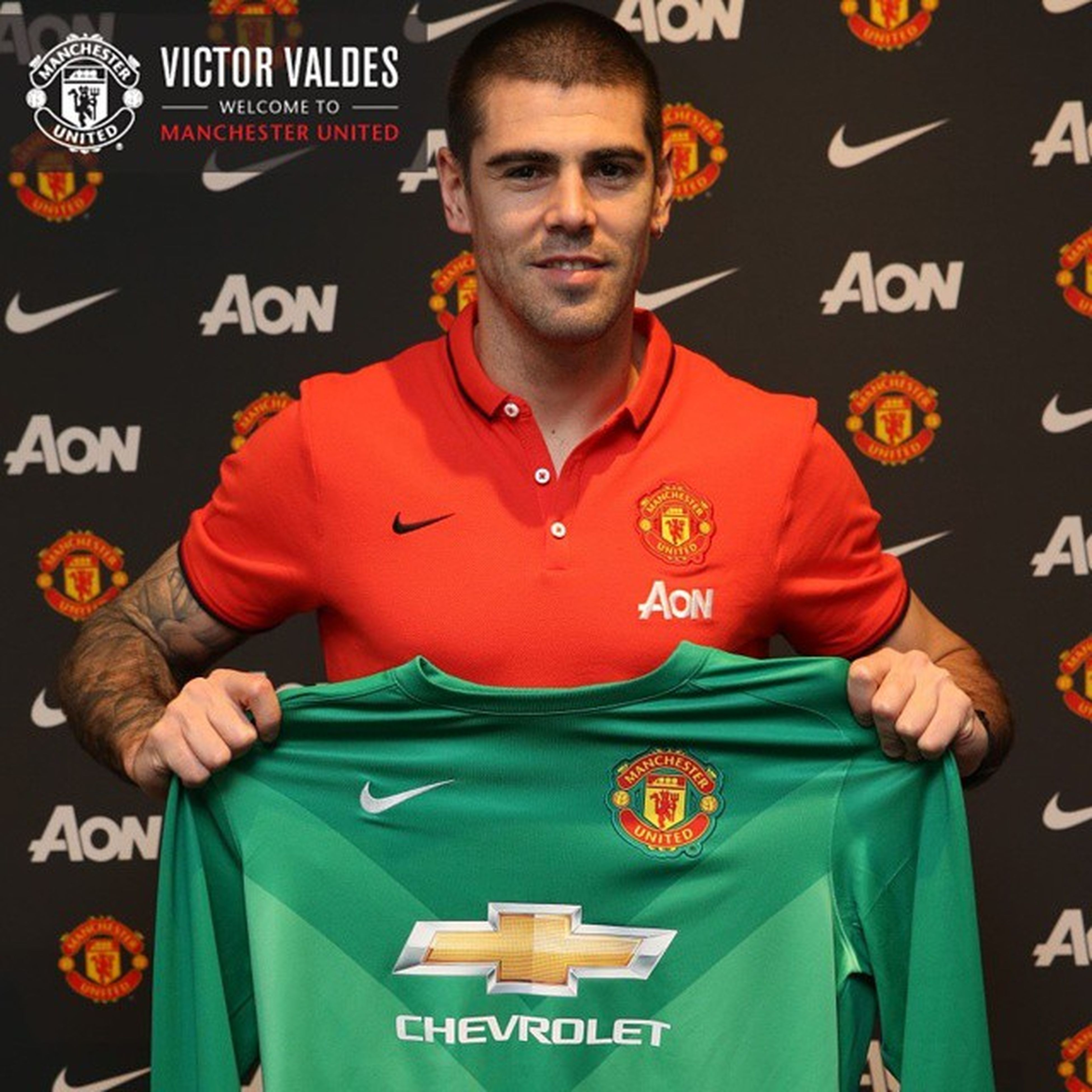 It's official everybody, welcome to @manchesterunited Victor Valdes. Mufc GGMU JanuaryTransfer Manchesterunited ManUtd Gloryglorymanutd .