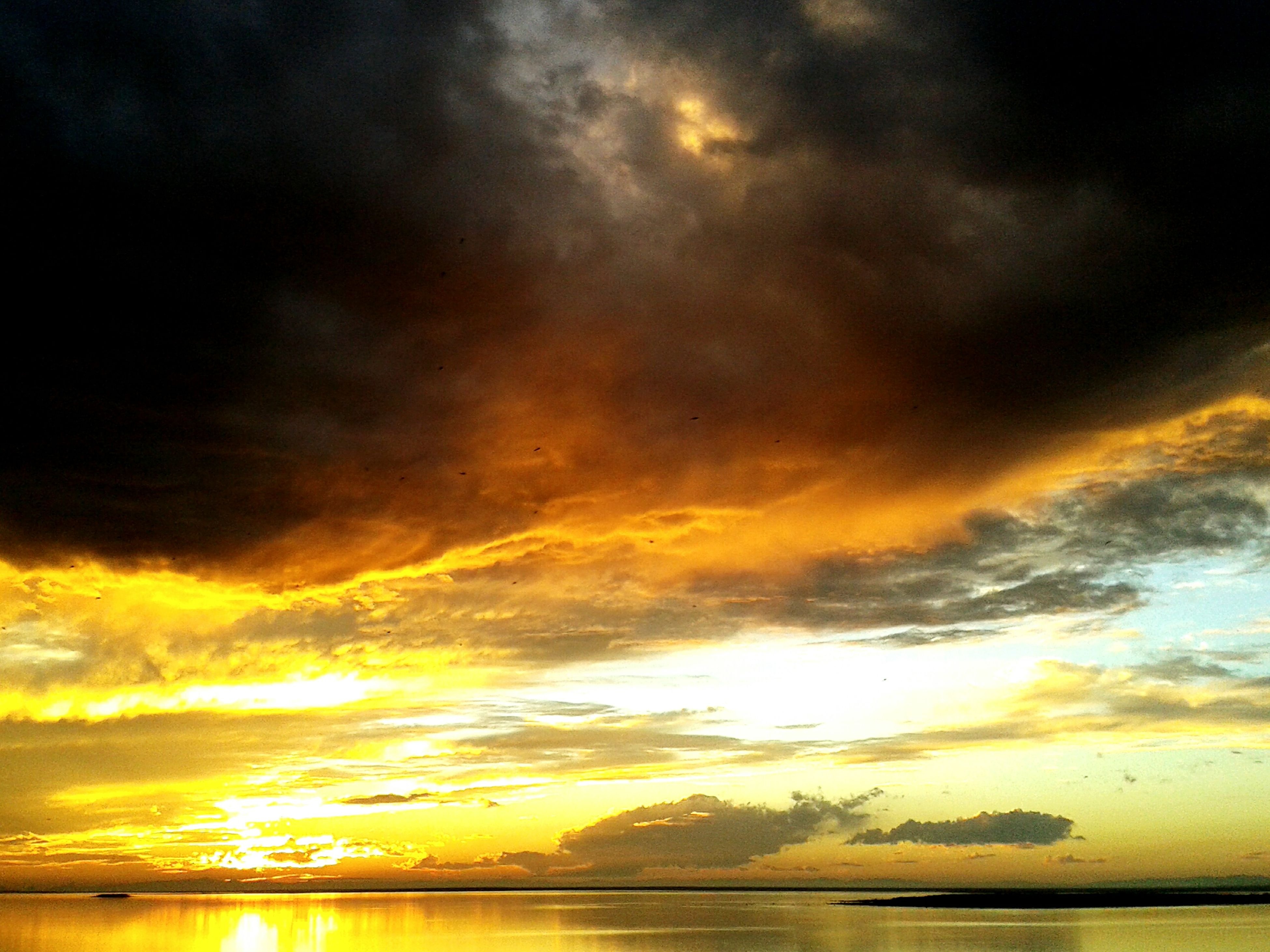 sunset, water, scenics, sky, sea, tranquil scene, beauty in nature, tranquility, cloud - sky, waterfront, idyllic, horizon over water, nature, orange color, reflection, cloudy, dramatic sky, cloud, silhouette, majestic