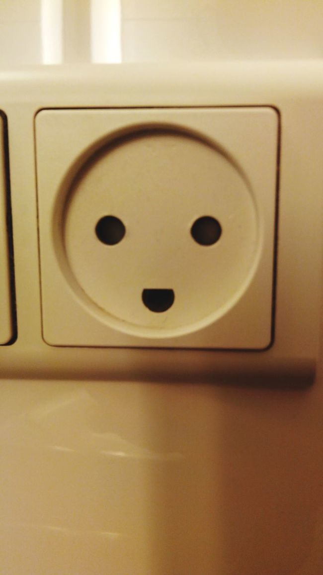 Electric smile Faceeverywhere