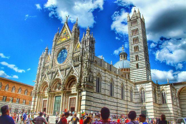 有人話呢個系義大利最靚噶哥特教堂 的確細節讓人應接不暇 不過叻 我心裡面最靚個個系米蘭大教堂啦 Cathedral Italy Siena