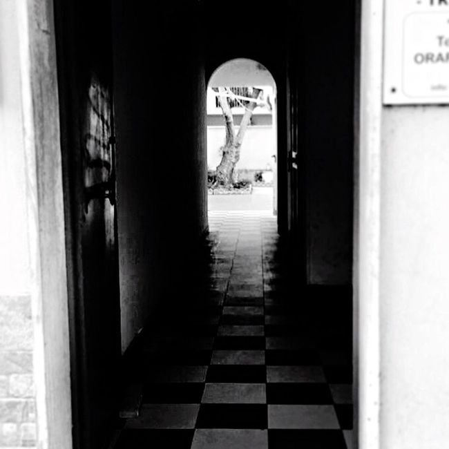 Blackandwhite Black And White Black & White Blackandwhite Photography Black And White Photography Black&white Blackandwhitephotography Black And White Collection  Streetphotography Street Photography Streetphoto_bw The Way Forward Architecture Built Structure Indoors  Day Entrance Arch No People Entry Archway Rome Italy
