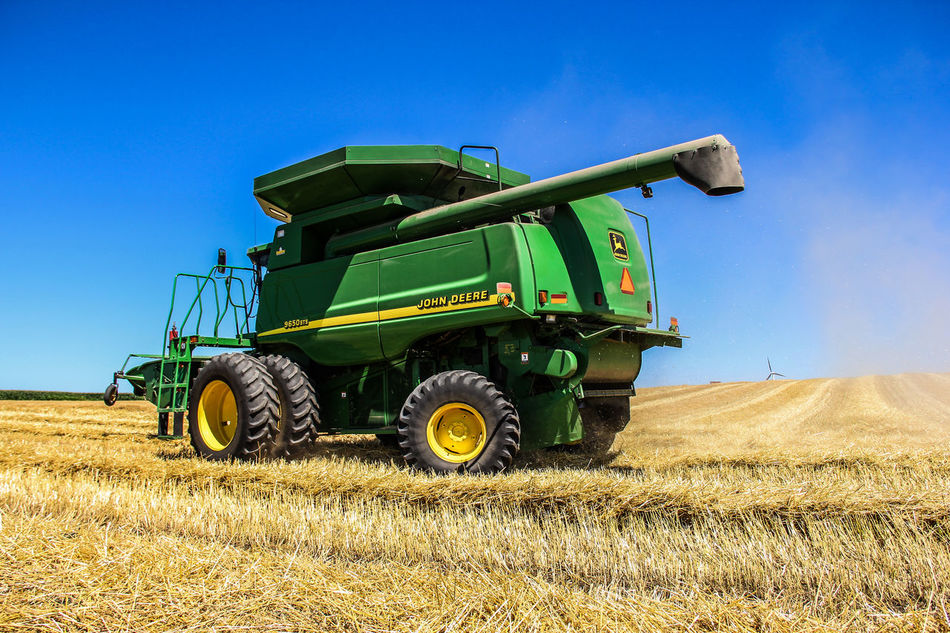 Turning Around Agriculture Combine Combine Harvester Dust Dusty Farm Field Green Harvest Harvesting John Deere Spring Wheat Straw Summer Turning Around Wheat Wheat Field