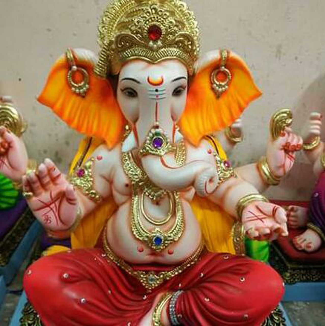 statue, human representation, sculpture, art and craft, religion, culture, spirituality, art, hindu god, close-up, creativity, tradition, temple - building, cultures, place of worship, golden, idol, mask - disguise, traditional, asian culture, multi colored, vibrant color, religious offering, person, mythology