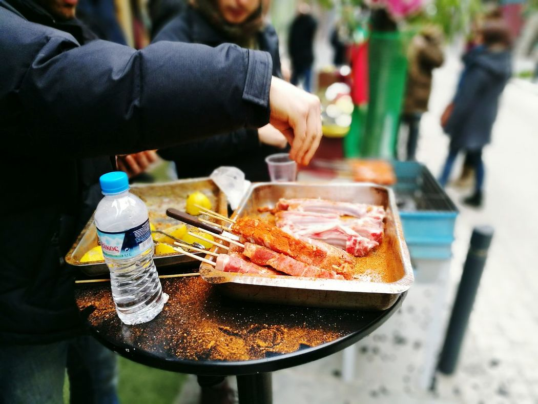 only men One Man Only Human Hand Day Adults Only Adult First Celebration Meat Food Preparation  Preparing Food Hungry Barbecue Friends Holiday Outdoors Driking City Party Leisure Activity Adapted To The City Lieblingsteil