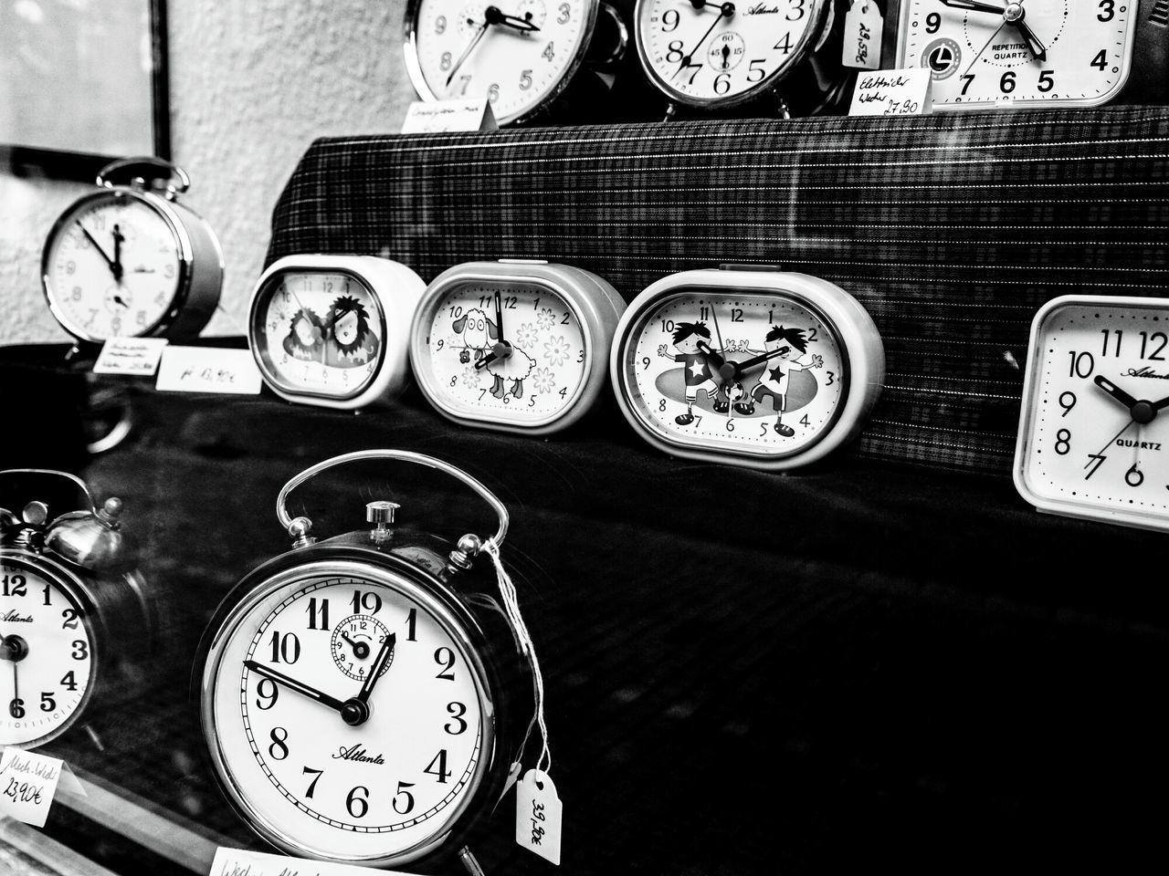 Es gibt sie noch! Die kleinen Läden, wo man die Dinge bekommt, die man auch im Internet nie bestellen würde ... The Shop Around The Corner Taking Photos Better Look Twice The Devil's In The Detail From My Point Of View Fresh 3 Urban Exploration Discover Your City Black & White Monochrome Street Photography Urban Photography Urban Perspectives