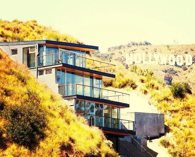 Bruh I want to get a Hollywood Hillside house like this when I finish college and all that?? Hollywood Sign Hollywood Hills Hillsidehouse