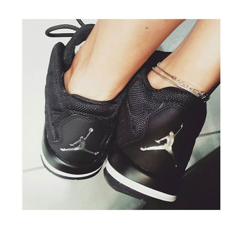 """••""""Mamma diceva sempre che dalle scarpe di una persona si capiscono tante cose, dove va, cosa fa, dove è stata"""" 👟🏀😍 -Forrest Gump Jordan Nike Shoes Nonbastanomai Sneakers AddictedToYou"""