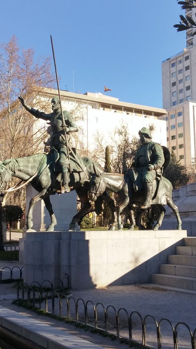 Don Quichote and Sancho Panza waking up in the early morning sun