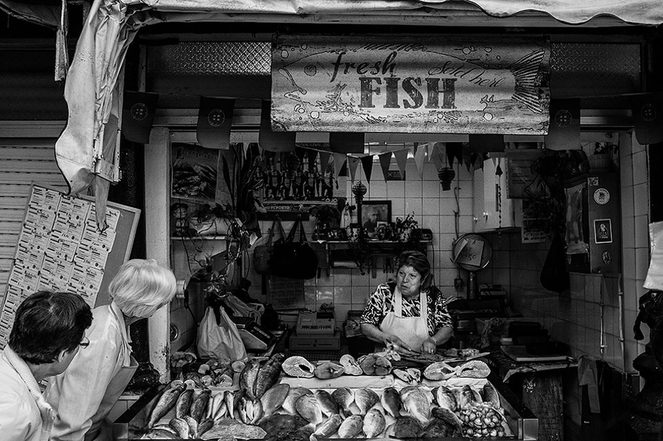 Fish Fresh!! Blackandwhite Popular Photos Black And White Photography Fotografia Blackandwhite Photography JohnnyGarcía Streetphotography Streetphoto_bw Street Photography Porto Portugal_em_fotos Portugal