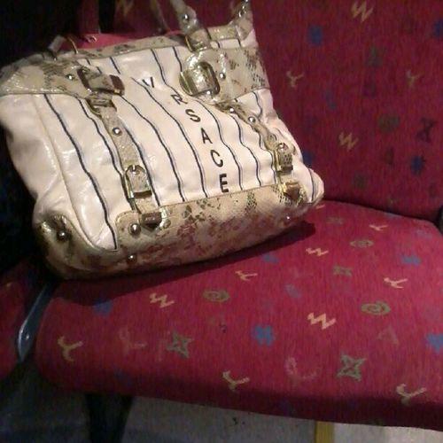 Morgenmode Læg især mærke til hvor godt tasken står til bussens sæde ;)