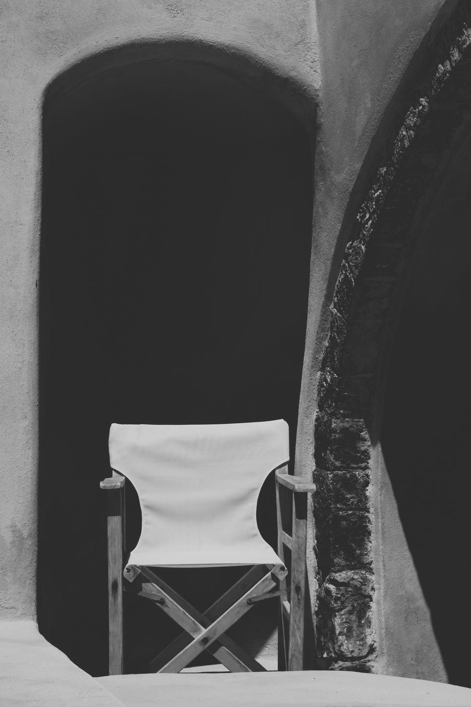 Abandoned Absence And Action! Black & White Black And White Black And White Photography Blackandwhite Blackandwhite Photography Chair Full Frame Relaxation Santorini Shadow Single Object Sunny Day Vacation Wall The Essence Of Summer Monochrome Photography