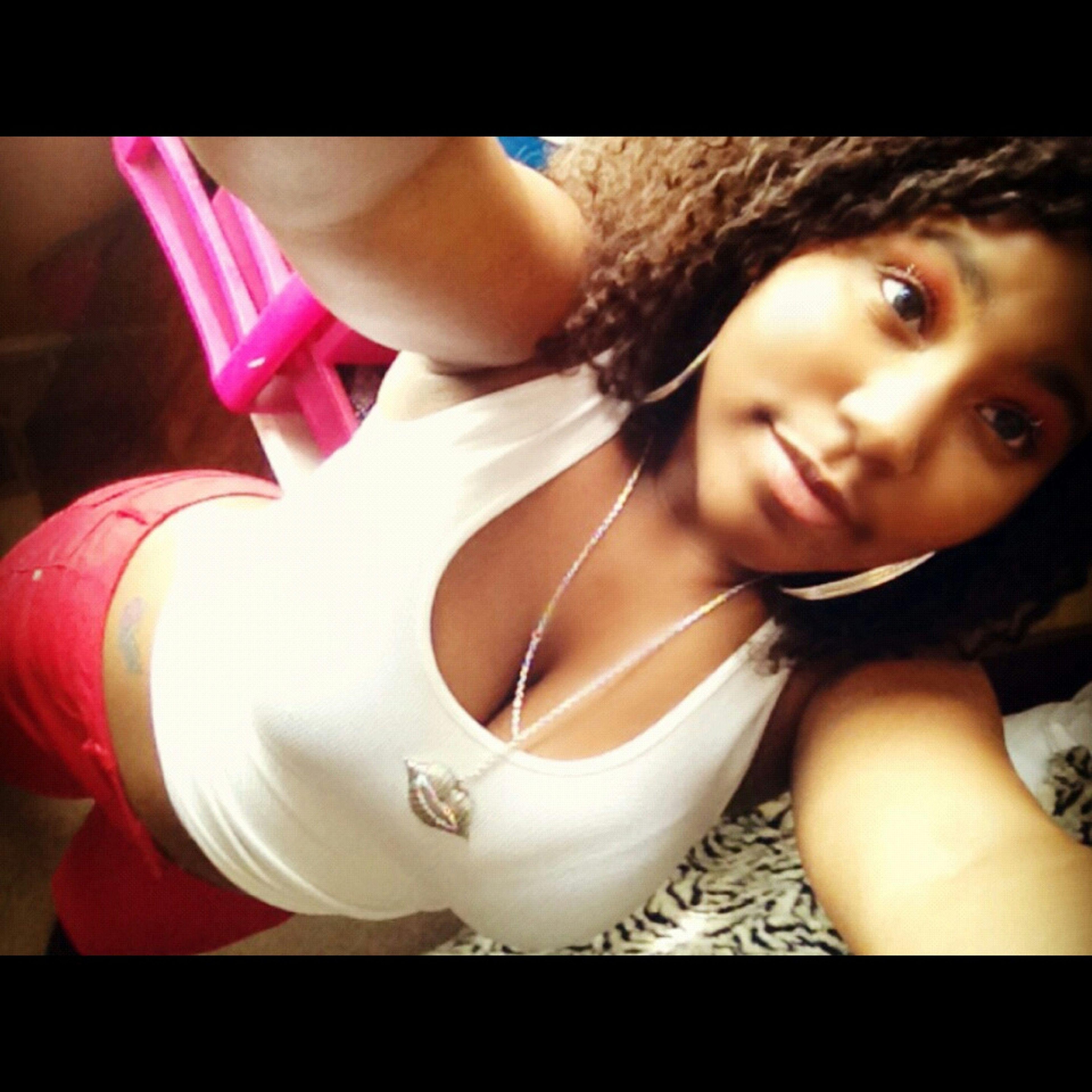 -Follow A Pretty Bitch :)