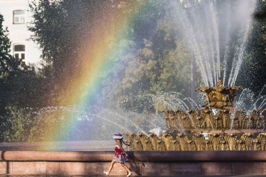 Навстречу радуге! 🌈🌈🌈 🍀 Towards the end of the rainbow! 🌈🌈🌈🍀 Girl Rainbow Colors Rainbow My Favorite Photo Fountain Fountains I LOVE PHOTOGRAPHY Colors Colors Relaxing EyeEmBestPics Eyeembestpics Eyeem Gallery EyeEm Masterclass From My Point Of View First Eyeem Photo Eye4photography  EyeEm Best Edits EyeEm Gallery Photography Gallery Sammer Lovely Capture The Moment Popular EyeEm Best Shots Eyeem Market Lights Reflections