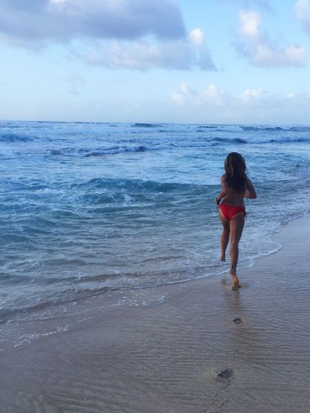 Where all worries disappear 🌊 Hawaii Northshore Action Shot  Running Bliss Sand