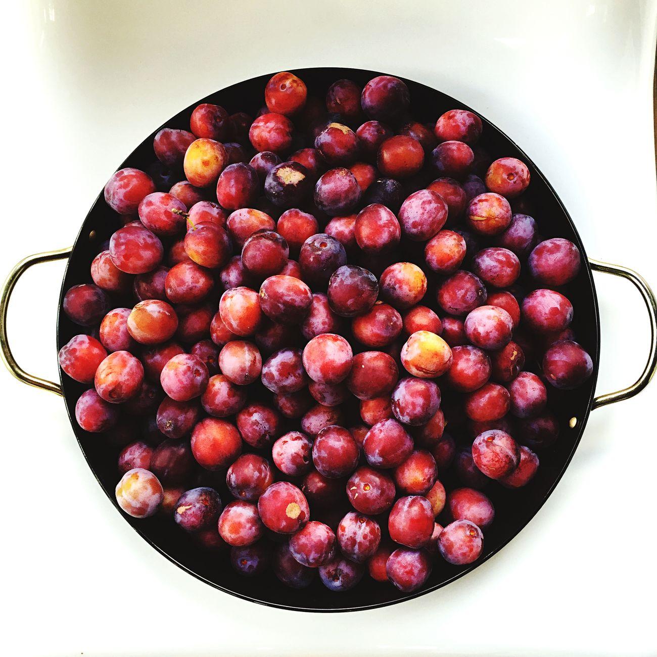Sum plums 🌱👐🏻👀🍎