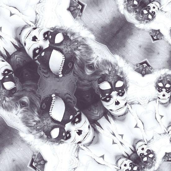 Flowerporn Liquid Art Skulls💀 Human Body Part Silver - Metal Silveraccessories Rosemary🌹 Flower Power🌼 Reflection Backgrounds Illuminated Pattern Art Is Everywhere Creativity ArtInMyLife Shape Close-up Arts Culture And Entertainment Textured Effect Freshness Fragility Connection Liquid Metal Fiber Metallic